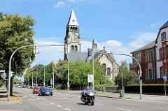 Neoromanische Petruskirche in Dessau-Roßlau; evangelischer Kirchenbau von 1903 - Architetk Gustav Teichmüller.