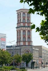 Gebäude vom Museum für Naturkunde und Vorgeschichte in Dessau-Roßlau. Der Turm wurde 1847 erbaut, das Ursprungsgebäude 1750.