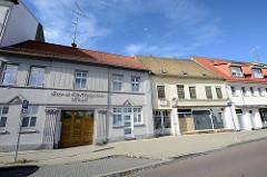 Historische Architektur in der Hauptstrasse von Roßlau / Elbe, alte Wohnhäuser, Geschäftshäuser - Gas- u. Elektrizitätswerk.