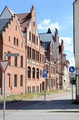 Backsteinarchitektur - Neugotische Gebäude in der Teichstraße von Dessau-Roßlau; St. Joseph-Krankenhaus.