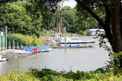 Sportboothafen / Marina an der Elbe in Dessau-Roßlau; Leopoldshafen.