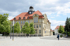 Ehem. Herzogliches Ober-Lyzeum / Gymnasium in Dessau; errichtet 1912 - jetzt Nutzung durch die Hochschule Anhalt.