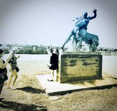 Skulptur an der Hakenterrasse von Stettin; die 500 Meter lange Hakenterrasse (polnisch: Wały Chrobrego) ist das bekannteste Bauensemble der Stadt. Die Anlage entstand zwischen 1900 und 1914.