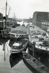 Blick in das alte Hafenbecken am Haken in Hamburg Rothenburgsort - Binnenschiffe.