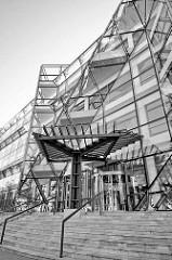 Eingang / GlasfassadeGlasfassade eines Gebäudes der technischen Universität von Stettin.
