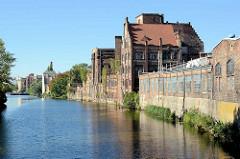 Historische Industriearchitektur / Ziegelgebäude im Hafen von Stettin; Hafenkanal in der West-Oder.