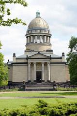 Mausoleum in Dessau-Roßlau. Das Mausoleum wurde zwischen 1894 und 1898 von dem Architekten Franz Heinrich Schwechten  und dem Baumeister Teubner errichtet.