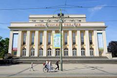 Anhaltische Theater Dessau - 1938 erbaut, Architekten Friedrich Lipp und Werry Roth.