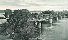 Historische Ansicht der alten Brücke über die Elbe, Verbindung der Städte Roßlau und Dessau.