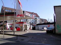 Ehemalige DEA-Tankstelle in der Ohlsdorfer Straße - Wohngebiet von Hamburg Winterhude. ( 2003 )