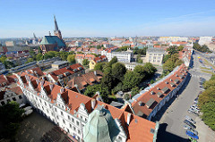 Blick vom Schloss Stettin über die Stadt; lks. die Jakobskathedrale oder auch Jakobikirche (polnisch Katedra Świętego Jakuba, Bazylika archikatedralna św. Jakuba).