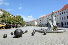 Moderner Brunnen, Rathausplatz Dessau - Entwurf Kunstschmiedemeister Frank Schönemann