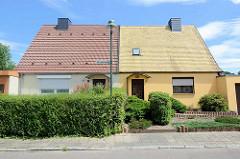 Doppelhaus mit Satteldach - Dessau-Roßlau, Stadtteil Törten.