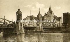 Altes Bild der Hansabrücke in Stettin - Blick auf das Hauptzollamt, auf dem Wasser ein Ruderboot.
