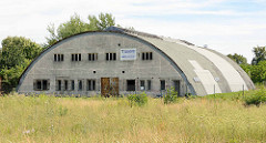 Rundbogen-Halle / Stahl-Lamellenhalle des Kaloriferwerk Hugo Junkers Dessau-Roßlau, Ortsteil Alten.
