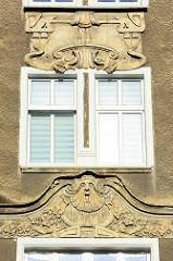 Jugenstilelemente an einer Hausfassade - Wohnhaus in Stettin.