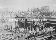 Historische Ansicht vom Bau  der Brücke am Sandtorhafen / Brooktorhafen im Hamburger Freihafen.