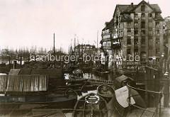 Historische Fotografie von der Entwicklung  des Hamburger Hafens; Blick vom Binnenhafen zum Niederhafen - Arbeitsboote.