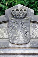 Wappen / Steinbank beim Eingang zum Tierpark / Mausoleum in Dessau-Roßlau.