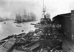 Der Hamburger Hafen in historischen Bildern; Blick in den alten Segelschiffhafen - Güterumschlag am Amerika Kai.