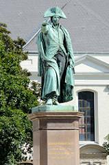 Denkmal von Leopold III. Friedrich Franz Fürst und Herzog von Anhalt-Dessau in Dessau; aufgestellt 1858 - Bildhauer August Kiß.