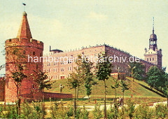 Ältere Fotografie vom Turm der Sieben Mäntel (Baszta Siedmiu Płaszczy) - Frauenturm; iim Hintergrund das Stettiner Schloss.