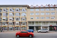 Wohnhäuser / Geschäftshäuser mit unsterschiedlicher Fassadengestaltung, Grashoffstraße in Bremerhaven.