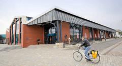 Ehem. Fischbahnhof in Bremerhafen / Fischereihaven - erbaut 1920 - jetzt Forum mit Touristen-Information.