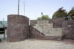 Busse Denkmal in Bremerhaven -  Entwurf  Hamburger Architekt Fritz Höger im Stil des späten Backsteinexpressionismus errichtet.
