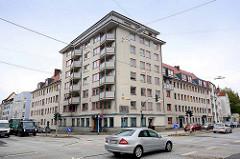 Wohnblock / Eckgebäude mit schräg angesetzten Balkons - Architektur in Bremerhaven.