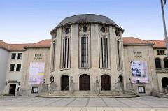 Stadttheater am Theodor Heuss Platz in Bremerhaven - erbaut 1914, Architekt Oskar Kaufmann.