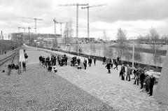 Festakt zur Einweihung des Gedenkorts denk.mal Hannoverscher Bahnhof im Lohsepark in der Hamburger HafenCity.