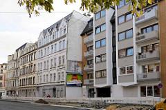 historische Gründerzeitarchitektur und moderner Neubau mit Balkons an der Rickmersstraße in Bremerhaven.