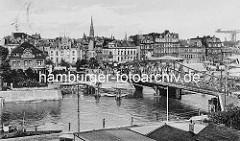 Historische Ansicht der Alten Geestebrücke  über die Geeste in Bremerhaven;  Drehbrücke, erbaut 1904 - Panorama der Stadt.