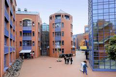 Gebäude der Staatlichen Hochschule in Bremerhaven, gegründet 1975; erbaut auf dem Gelände vom ehem. Auswandererhaus - Entwurf Entwurf Architekt Gottfried Böhm