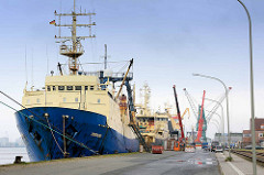 Schifffangboote der Hochseefischerei liegen im Fischereihafen von Bremerhafen.
