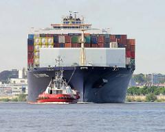Der Containerfrachter E.R. Tianping lläuft in den Hamburger Hafen ein.