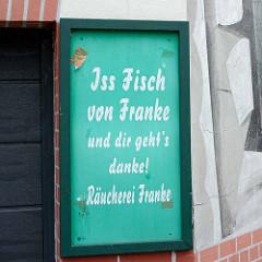 Werbeschild mit Reimung: Iss Fisch von Franke und dir geht`s danke! Schaufenster Fischereihafen in Bremerhaven.