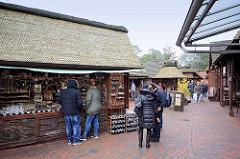 Schaufenster Fischereihafen in Bremerhaven - touristische Meile mit Souvenirverkauf / Andenken und Restaurants / Cafe.