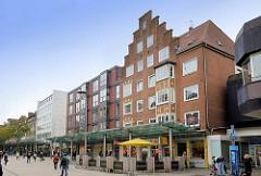 Fussgängerzone / Einkaufsstrasse mit Geschäftshäusern Bürgermeister-Smidt-Straße.