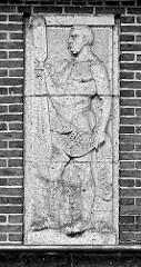 Steinrelief an der Fassade vom Empfangsgebäude Bahnhof Bremerhaven Lehe.