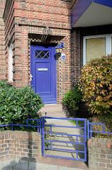 Eingang mit Eisentor, expressionistische Wohnanlage, Spar-  und Bauverein Lehe / Bremerhaven, erbaut 1929 - Architekt Ernst Cappelmann.