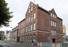 Altes Schulgebäude - Backsteinarchitektur an der Brookstraße in Bremerhaven.