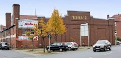 Historische Architektur in Bremerhaven - Packhalle VI im Fischereihafen; jetzt Nutzung u. a. als Fischimbiss.
