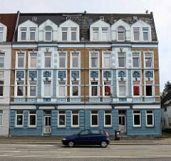 Prächtig restaurierter Gründerzeit Block mit Dachausbau; Stresemannstraße in Bremerhaven.