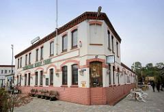 Historische Architektur in Bremerhaven  im Fischereihafen - jetzt Nutzung als Restaurant.