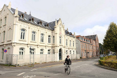 Rathaus Bremerhaven - Lehe; 1865 wurde das zweigeschossige Gebäude zunächst als Armen- und Waisenhaus in gleicher Gestalt wie die Alte Schule am Leher Markt errichtet.