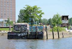 Alter Bunker / Schutzraum und Kaianlagen Billhafen Löschplatz in Hamburg Rothenburgsort.