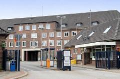 Marinekaserne / Marineoperationsschule, MOS in Bremerhaven - Einfahrt.