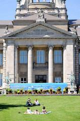 Sommer in Hamburg - Hanseatisches Oberlandesgericht am Sievekingplatz - erbaut 1912.